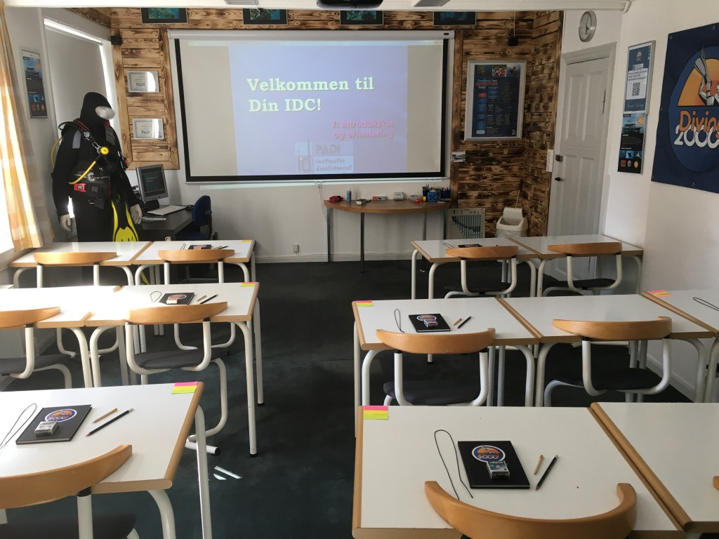 Teorilokalet forberedt til IDC i Diving 2000